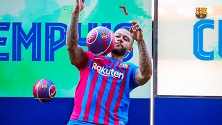 ⚽ MEMPHIS touches the ball for the first time at Camp Nou!