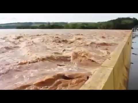Rio Ivai Transbordando e os Loco Em Cima da Ponte!!!