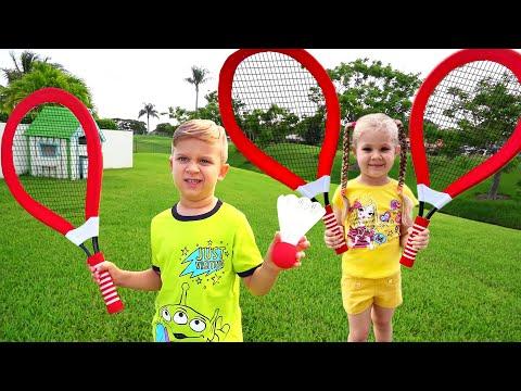 Диана и Рома играют в подвижные игры для детей на улице