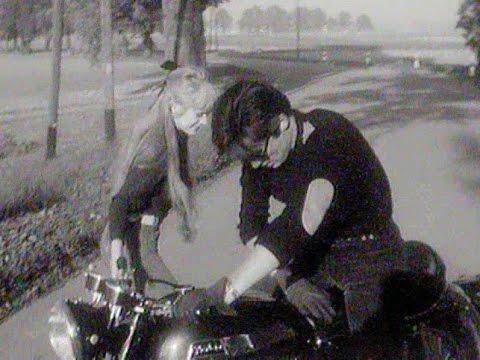 Marianne Faithfull et Alain Delon - La motocyclette (1967)