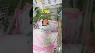 신생아 생후2일 눈뜨고 재채기