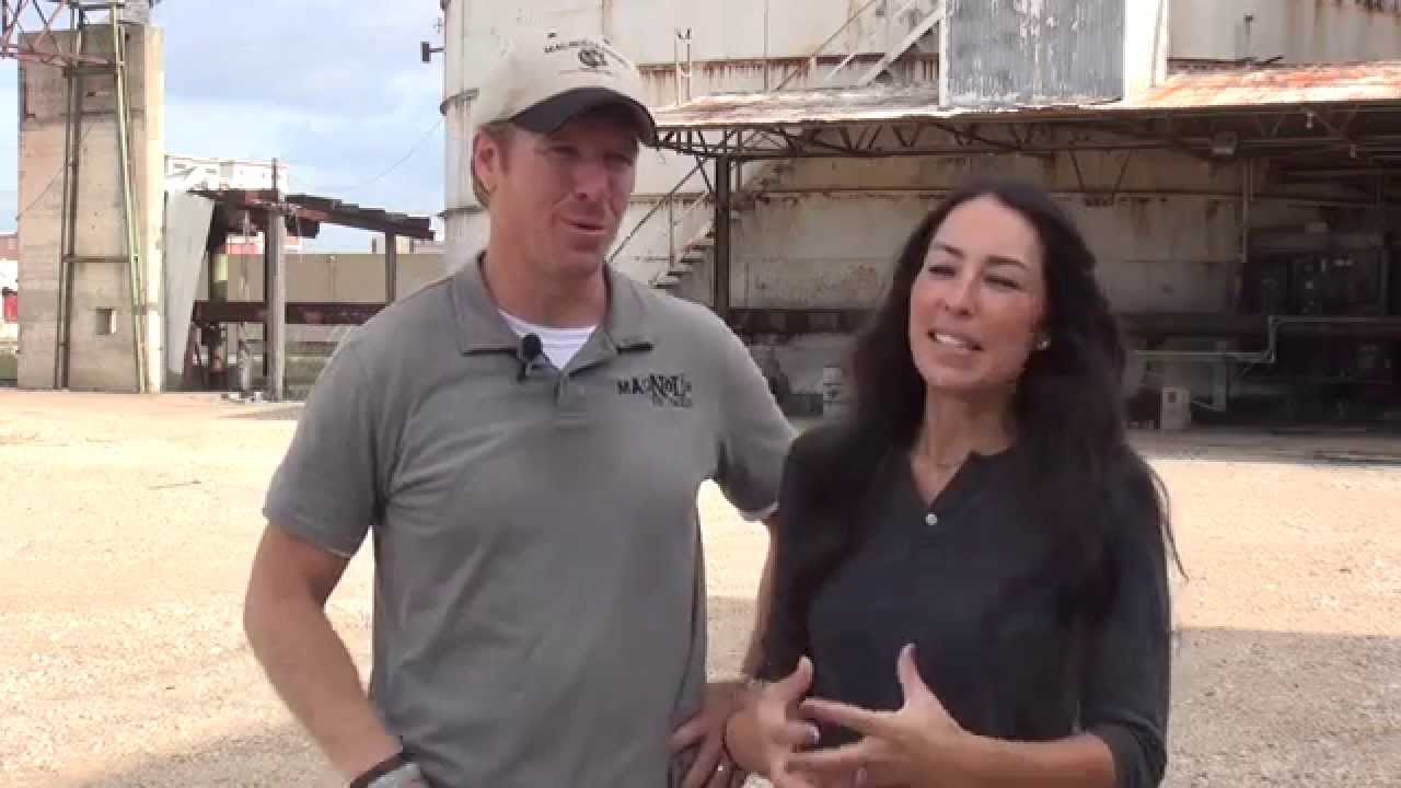 Chip joanna gaines on future magnolia market youtube for How much are chip and joanna gaines worth