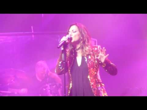 Martina McBride - Please Come Home For Christmas - Saginaw 12/2/2016