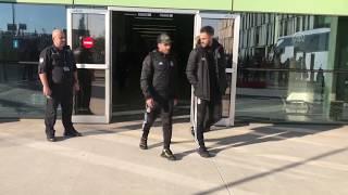 Beşiktaş kafilesi, İzmir'e geldi I Taraftarlardan Karius'a tepki
