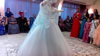 Свадьба червоня мадонна Курск 17,04,2016 невеста кидает букет