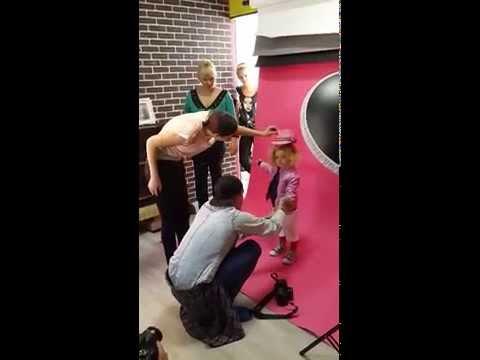 работа реклама детской одежды