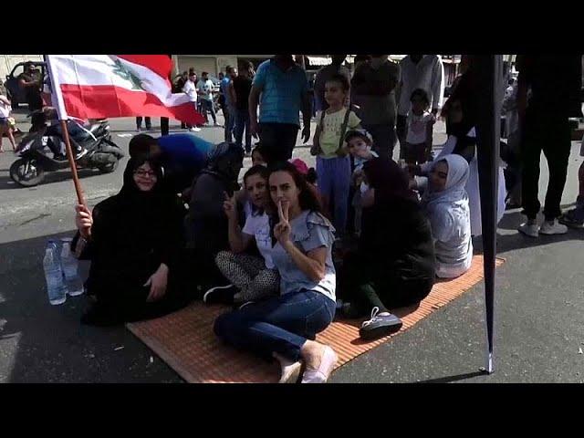 <span class='as_h2'><a href='https://webtv.eklogika.gr/viaies-diadiloseis-me-dyo-nekroys-stin-epanastasi-toy-whatsapp' target='_blank' title='Βίαιες διαδηλώσεις με δύο νεκρούς στην «Επανάσταση του WhatsApp».…'>Βίαιες διαδηλώσεις με δύο νεκρούς στην «Επανάσταση του WhatsApp».…</a></span>