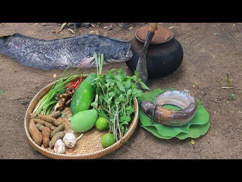 Primitive Technology: Cooking Big Fish Sour Soup For Food in Primitive Village