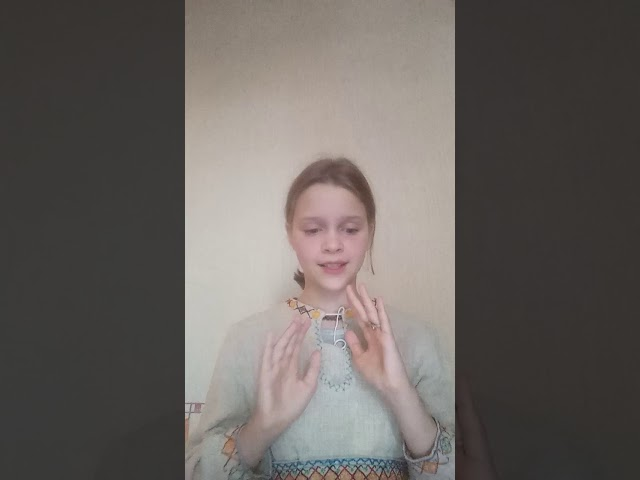 Изображение предпросмотра прочтения – УльянаЖурова читает произведение «Сиротка» С.А.Есенина