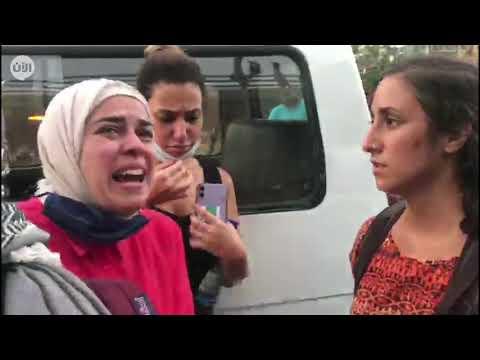 سيدة لبنانية تواجه مناصري حزب الله وحركة أمل للتعبير عن غضبها جراء انفجار مرفأ بيروت دمار منزلها  - نشر قبل 12 ساعة