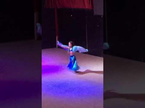 بنت صغيرة ترقص رقص رهيب فيدو خطير thumbnail