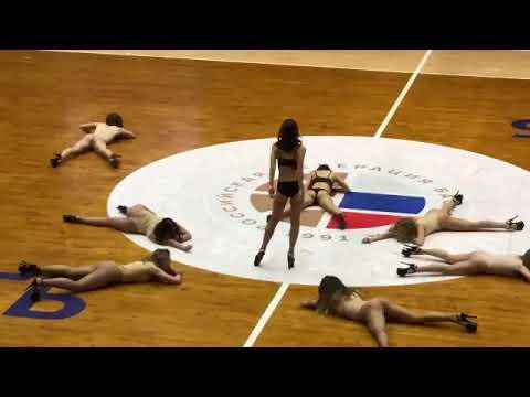 В «Спартаке» объяснили нашумевший номер группы поддержки в купальниках