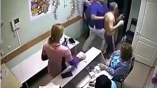 Пациенты неоднократно жаловались на врача-боксера