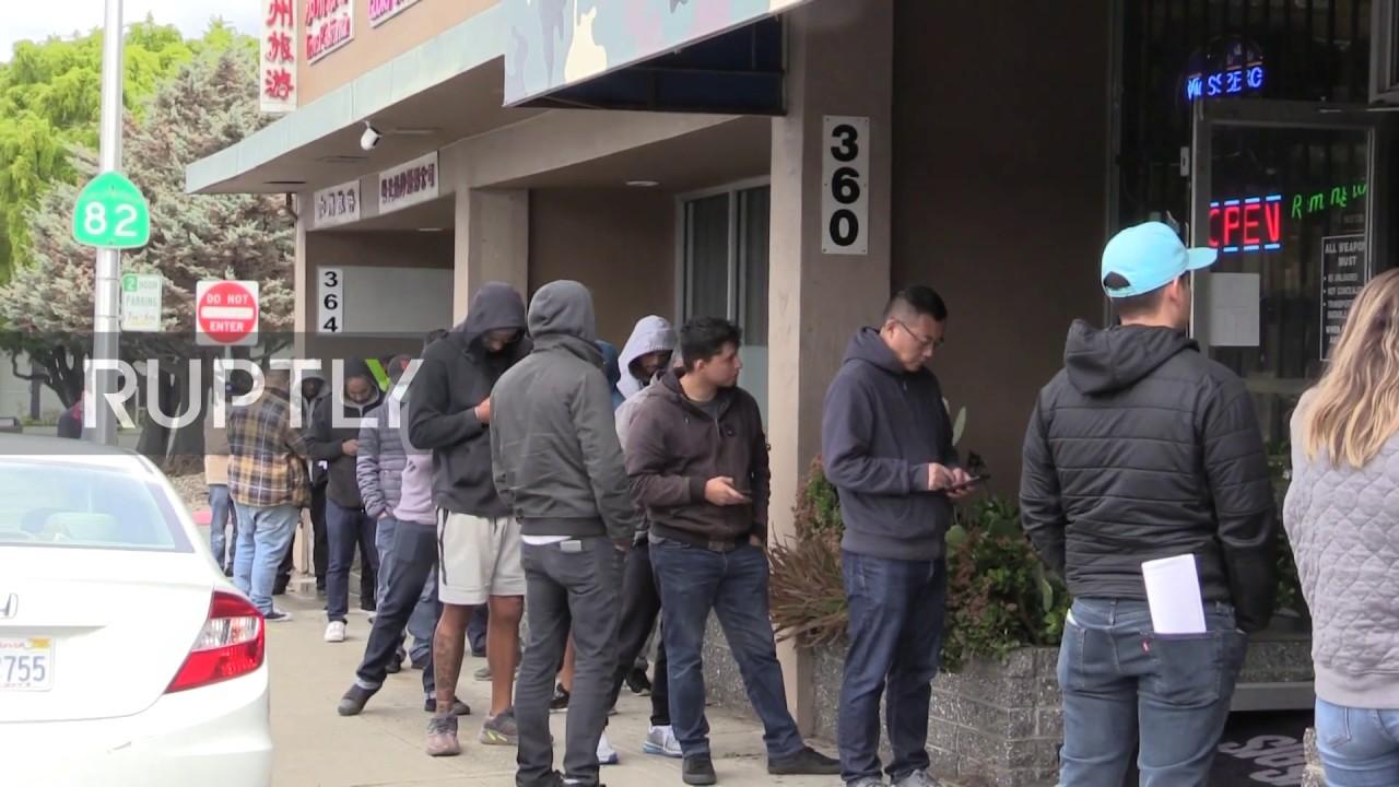 USA: Dozens queue to enter gun store amid coronavirus panic buying ...