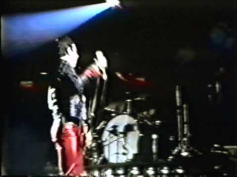 Queen - We Will Rock You (fast) - live in Caracas 1981
