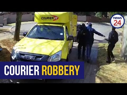WATCH: Armed men hold up courier delivery crew in Joburg