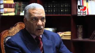 رئيس نادي القضاة السابق يهدد بإشعال النار فى نفسه أمام  دار القضاء: «تعرضت للظلم»