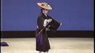 沖縄舞踊 高平良万歳 踊り:宮城能鳳 thumbnail