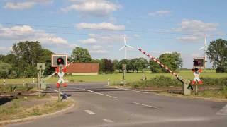 "Bahnübergang mit ""Bimmel"" in Recklinghausen - German level crossing with bells"