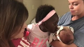 Watch Thomas Rhett's Daughter Adorably Meet Her Baby Sister for the First Time