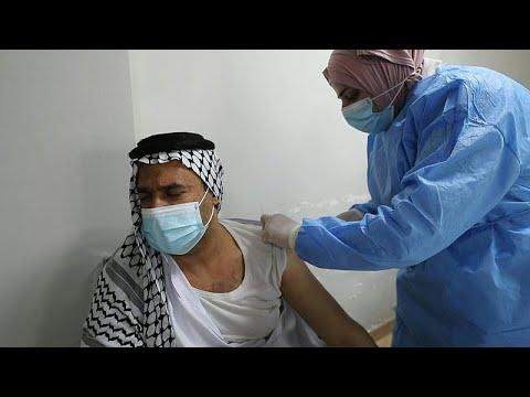 شاهد: العراقيون يتلقون جرعات من لقاح فايزر-بايونتيك المضاد لكوفيد-19  …  - 14:59-2021 / 4 / 15
