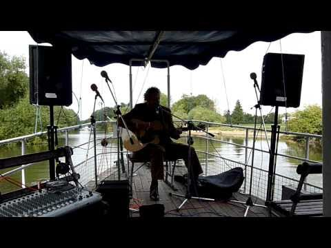Alan Burke sings up the river Thames (Take 2)