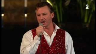 Anders Ekborg - O Helga Natt (Live En Sang For Hemlosa 2009).avi