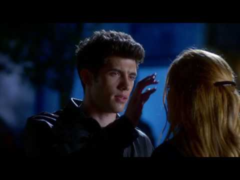 Famous In Love - 1x04 - Paige and Rainer kiss