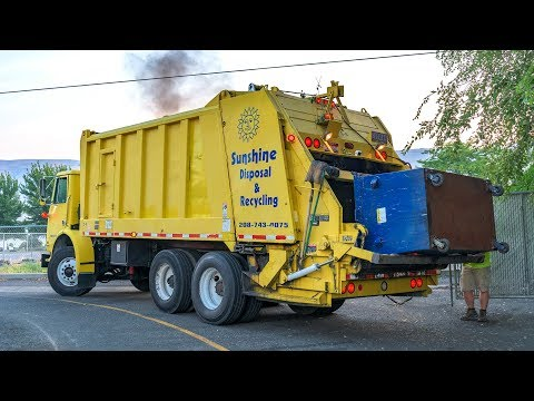 Volvo WX64 - Heil Formula 5000 Rear Load Garbage Truck