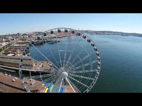 Seattle's Great Wheel on a beautiful day