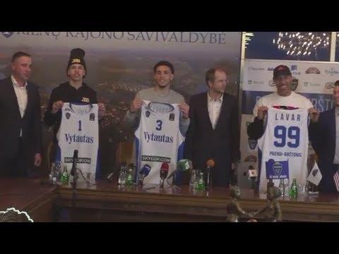 LaVar, LiAngelo and LaMelo Ball receive official Prienu Vytautas jerseys in Lithuania | ESPN