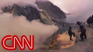 What it's like to work in a volcano - 360 Video
