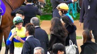 武豊ではなくムーアとエアスピネル。馬主と騎手のG1トークタイム。2017年マイルチャンピオンシップのパドック。現地映像、京都競馬場 武豊 検索動画 4