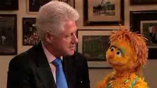 President Clinton and Muppet Kami share HIV/AIDS message