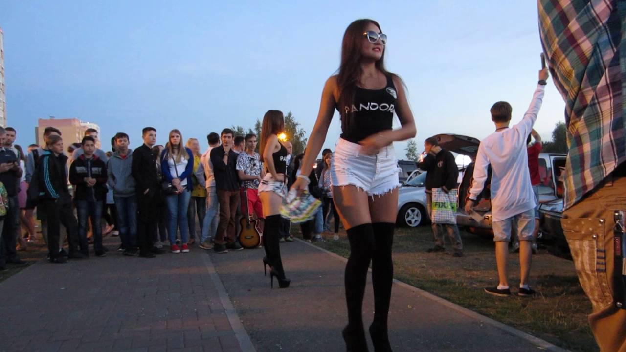 Голые девки танцуют сексуальный танец видео, с красивой чернокожей секс