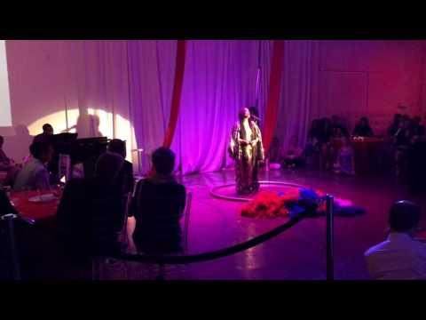 Erykah Badu performing Green Eyes