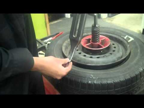 removing tire using old school tire machine by karn m youtube rh youtube com Antique Tire Changer Old Service Station Tire Changer