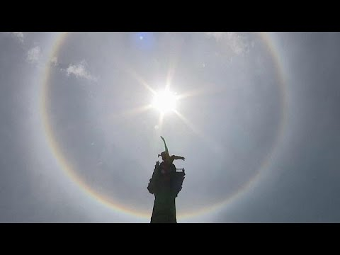 Um arco-íris à volta do sol