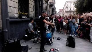 Действительно крутые уличные музыканты!