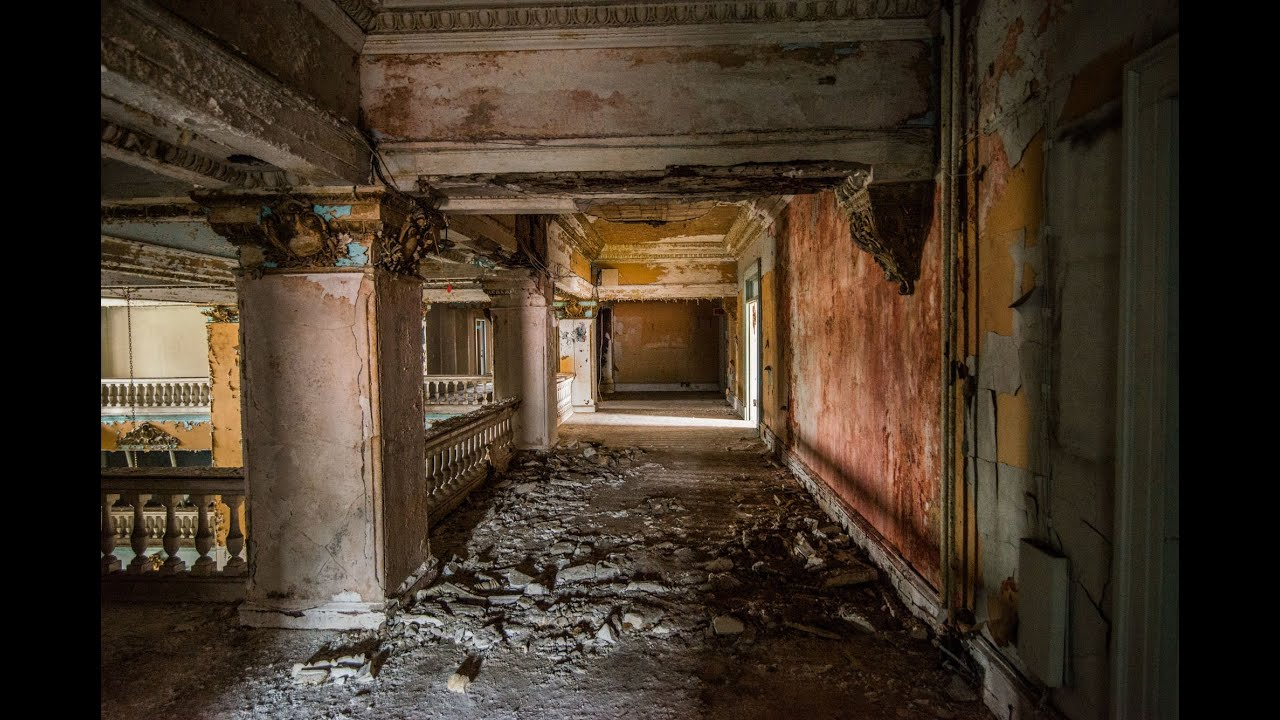 Abandoned Waldo Hotel Eyes With Urban Explorer