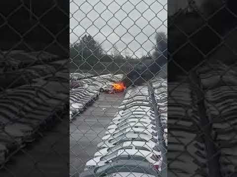Onix 2020 pega fogo no pátio da GM