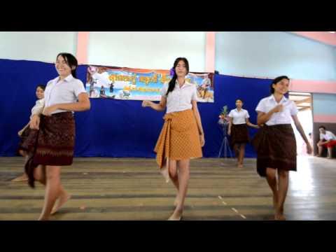 วันภาษาไทย ปี 57 โดย น้องนักศึกษามหาวิทยาลัย ราชภัฏสกลนคร
