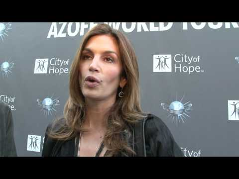CINDY CRAWFORD TALKS IRVING AZOFF AND CITY OF HOPE Mp3