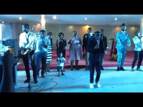 Download Lina Nguvu Jina LA Yesu by Simon Wachu & Elisha Mbukwa- Live in Dar Es Salaam