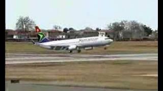 SAA Boeing 738 landing at Port Elizabeth