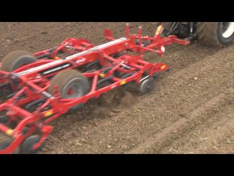 KUHN PERFORMER - Deep working cultivators (In action)