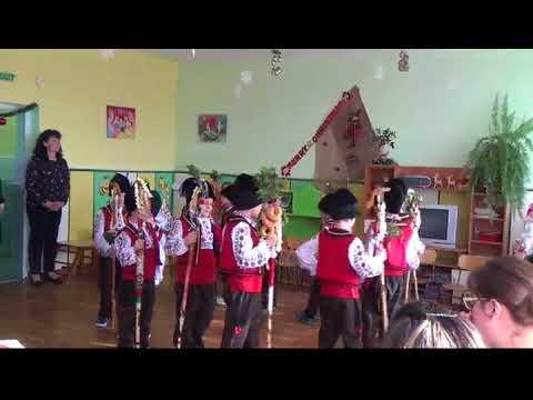 """Коледарчета от група """"Пчелички"""" в ДГ """"Щастливо Детство"""" Част 1"""