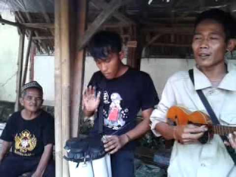 Moro Tuo Edan Pengamen Kasongan DI.Yogyakarta..