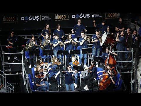 Doğuş Çocuk Senfoni Orkestrası'ndan Gigi Datome'nin isteği üzerine harika Son Mohikan performansı