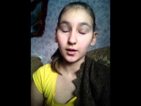 Брат порвал челку младшей сестре по русски